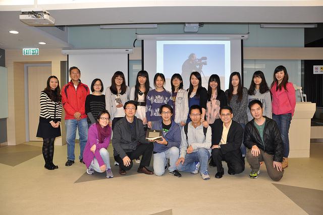 香港中文大学播放<High Tech Low Life>后和部分老师和学生合影