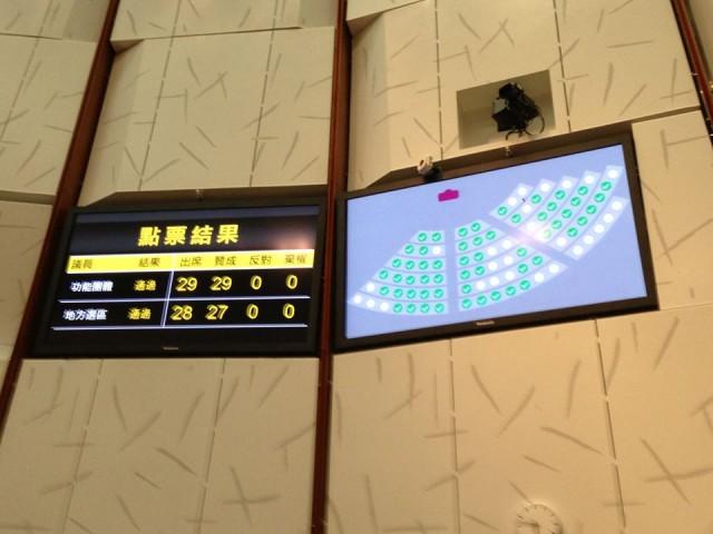 香港莫乃光  这样的议员推动《捍卫资料、新闻及网络自由》议案,并且今天获得通过。